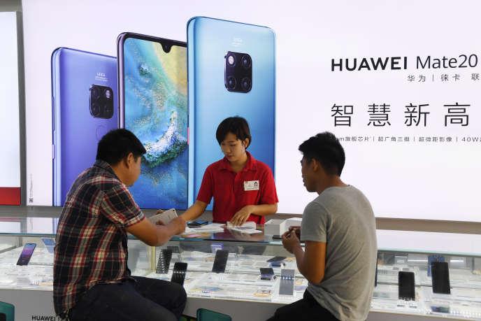 Dans une boutique Huawei, à Sanya, en Chine, le 8 décembre.