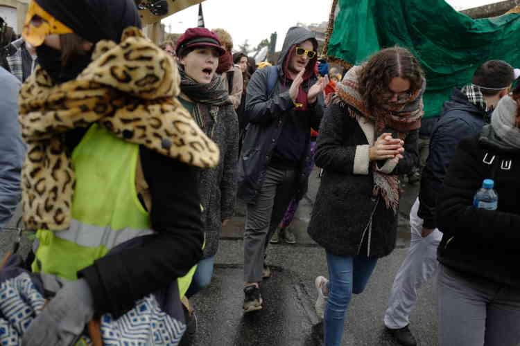 A Rennes, la marche pour le Climat, dans laquelle se trouvaient aussi des «gilets jaunes», a défilé dans le calme , dans le centre-ville.