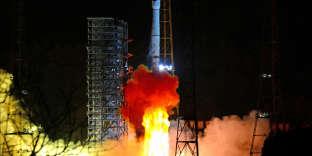 Le lancement a étéeffectué à Xichang, dans le sud-ouest de la Chine, samedi à 2h23, heure locale (19h23 vendredi à Paris).