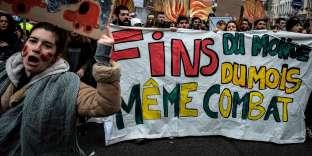 « Fin du monde, fin du mois, même combat», sur une pancarte de la marche pour le climat à Lyon.