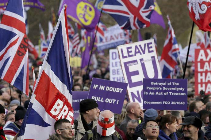 Cette décision survient à la veille du vote des députés britanniques sur l'accord de Brexit.