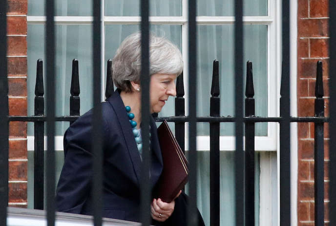 Theresa May quittant Downing Street, à Londres, le 10 décembre 2018.