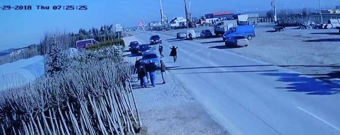 Enlèvement d'un güleniste à Pristina, au Kosovo, le 29 mars, filmé par la caméra de surveillance d'un pépiniériste.