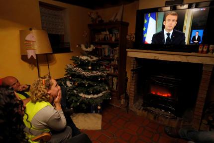 La promesse du président d'augmenter les revenus des travailleurs au smic de 100 euros pose de nombreuses difficultés.