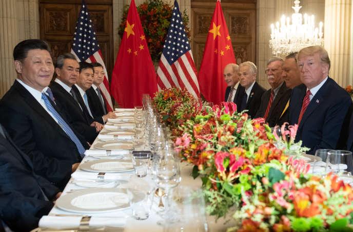 Les présidents chinois, Xi Jinping, et américain, Donald Trump, et leur délégation, au sommet du G20, à Buenos Aires, le 1er décembre.