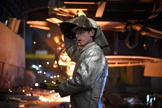 Un ouvrier de l'aciérie Ascoval, à Saint-Saulve (Nord), le 29 novembre.
