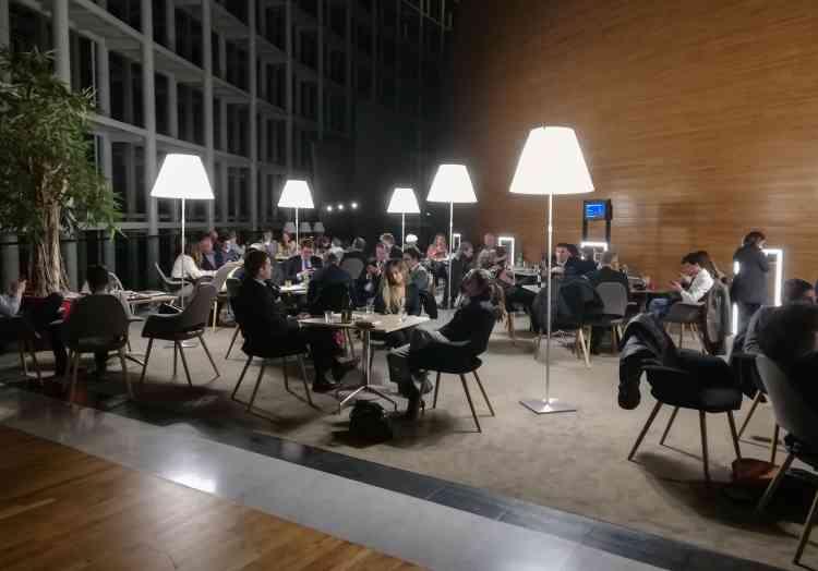 A 3 heures mercredi, des employés du Parlement européen, des hauts fonctionnaires et des parlementaires ont pu quitter les lieux, escortés par la police.