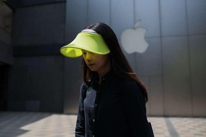 Logo d'Apple dans un centre commercial de Pékin, le 8 mai.