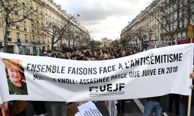 Marche silencieuse à Paris, le 28 mars 2018, en mémoire de Mireille Knoll, tuée à son domicile lors d'une agression à caractère antisémite.