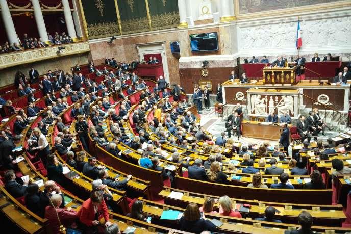 A l'Assemblée nationale, mardi 11décembre, le premier ministre Edouard Philippe détaille les mesures annoncées par Emmanunel Macron lundi soir après la mobilisation des «gilets jaunes» le 8décembre.