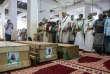 Prières devant les victimes d'un bombardement mené contre les houthistes, à Hodeïa –port de la mer Rouge que se disputent les houthistes rebelles et la coalition qui réunit le gouvernement et l'Arabie saoudite, le 10 décembre 2018.