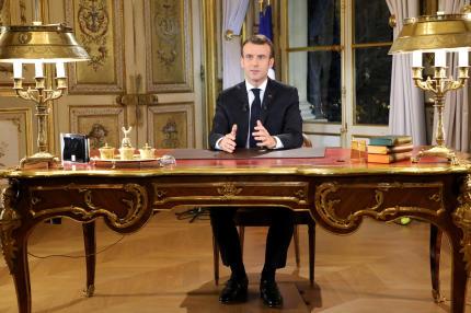 Emmanuel Macron au palais de l'Élysée, quelques minutes avant son allocution télévisée du 10 décembre.
