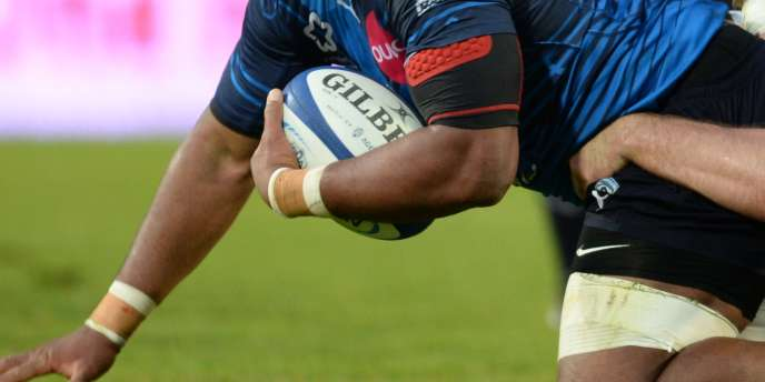 Brett Gosper, directeur général de World Rugby, estime qu'« il faut baisser la ligne au-dessous de laquelle il est interdit de plaquer»,qui se trouve, pour l'instant, au niveau de la ligne d'épaules.