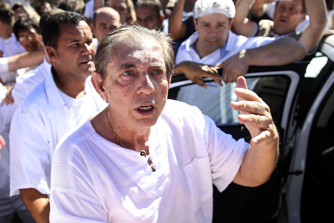 Le célèbre médium brésilien Joao de Deus (Jean de Dieu), accusé d'agressions sexuelles par plusieurs centaines de femmes, s'est rendu dimanche 16 décembre à la police.