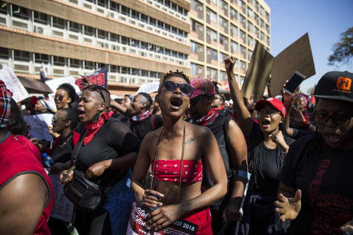 Des Sud-Africaines manifestent contre les violences basées sur le genre, à Pretoria, le 1eraoût 2018.