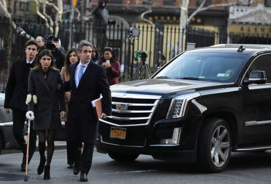 Michael Cohen arrive, en famille, au tribunal fédéral de Manhattan, le 12décembre 2018.