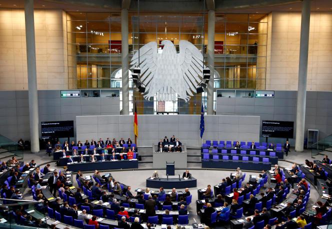 Angela Merkel s'adresse au Bundestag, le 12 décembre 2018. Des informations peu sensibles sur la chancelière allemande figuraient parmi les documents publiés.