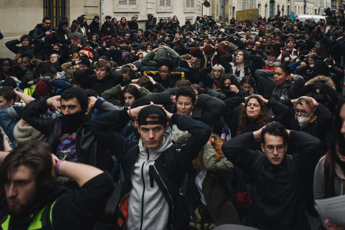 Paroles de parents face aux blocages des lycées: «Demain, j'accompagne ma fille»