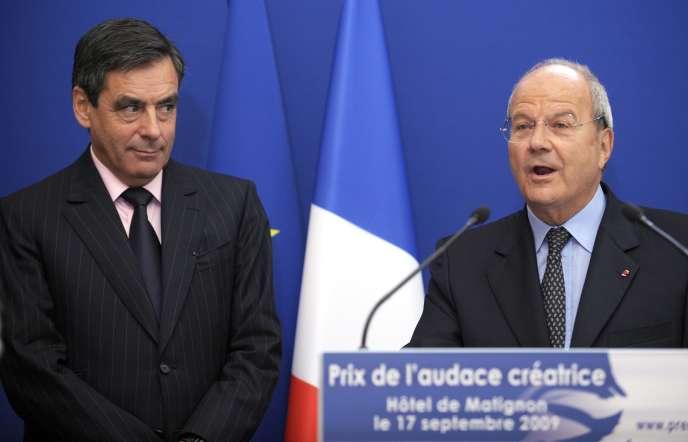 L'homme d'affaires Marc Ladreit de Lacharrière, au côté de François Fillon, alors premier ministre, à Paris, le 17 septembre 2009.