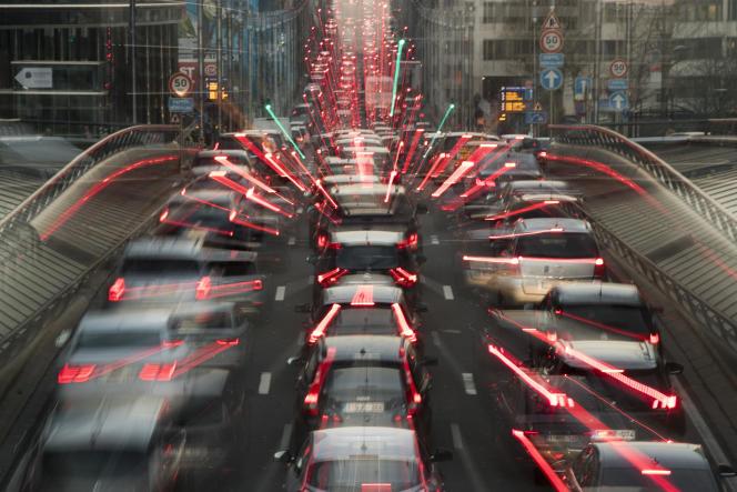 Paris, Bruxelles et Madrid avaient déoncé un«permis de polluer» accordé aux constructeurs.