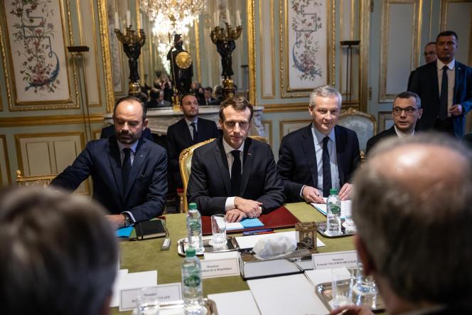 Le premier ministre Edouard Philippe, Emmanuel Macron et le ministre de l'économie Bruno Le Maire, à l'Elysée, le 11 décembre.