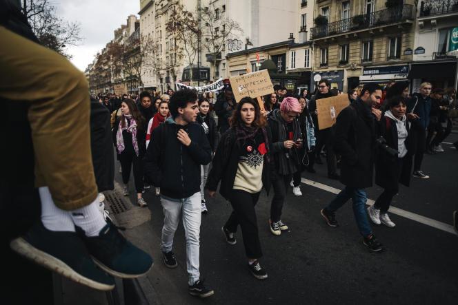 Des lycéens et étudiants, le 11 décembre, à Paris