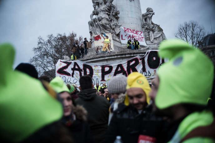 Manifestation des « gilets jaunes », à Paris, le 8 décembre.