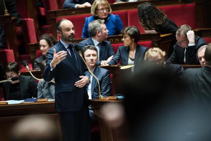 Edouard Philippe détaille les mesures annoncées par Emmanuel Macron face à la mobilisation des « gilets jaunes », le 11 décembre.