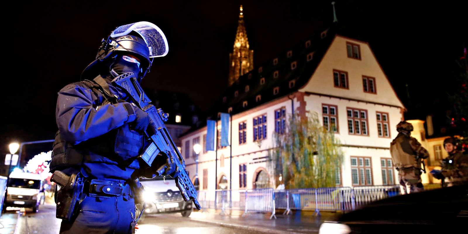 Dans les rues de Strasbourg, après la fusillade survenue sur le marché de Noël, le 11 décembre.