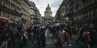 Des lycéens et étudiants manifestent lors du «Mardi noir» dans le sillage du mouvement des «gilets jaunes» à Paris le 11 décembre 2018.