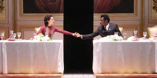 Chloé Réjon (Lady Macbeth) et Adama Diop dans le rôle-titre de « Macbeth », mis en scène par Stéphane Braunschweig, à l'Odéon-Théâtre de l'Europe, en janvier.