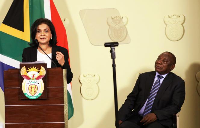 La nouvelle procureure générale sud-africaine Shamila Batohi lors de son discours inaugural en présence du président Cyril Ramaphosa, à Pretoria, le 4 décembre.