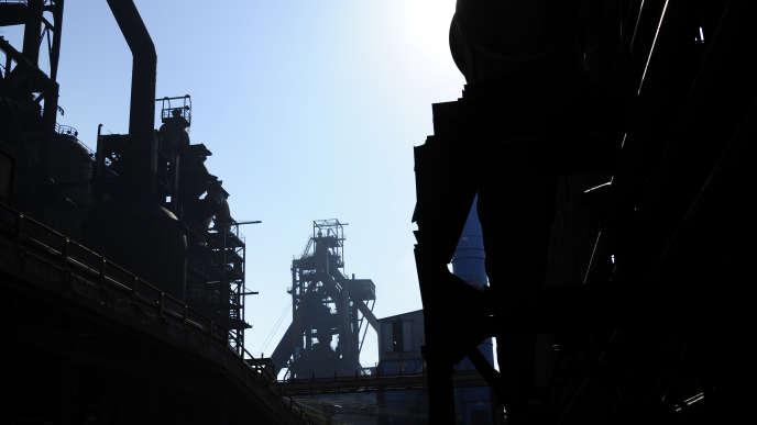 Les cheminées des hauts-fourneaux d'ArcelorMittal à Florange (Moselle), en avril 2013.
