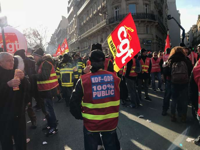 Rassemblement des salariés des centrales à charbon et des ports, jeudi 13 décembre, à Paris.