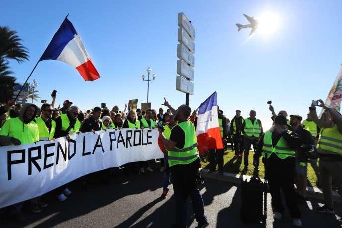 Manifestation des « gilets jaunes» sur la promenade des Anglais, à Nice, le 8 décembre.