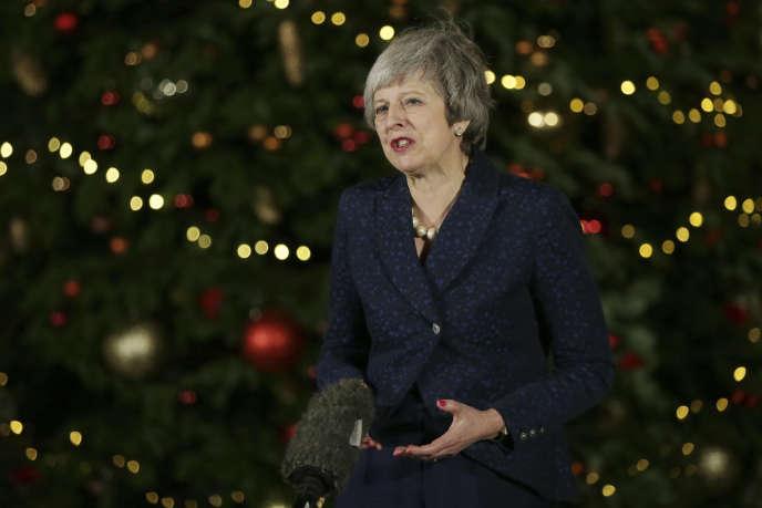 La première ministre britannique, Theresa May, à Downing Street, le 12 décembre.