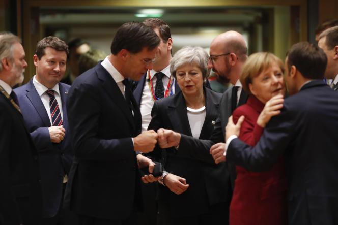 Au centre, la première ministre britannique Theresa May, lors d'un sommet européen à Bruxelles, le 13 décembre.