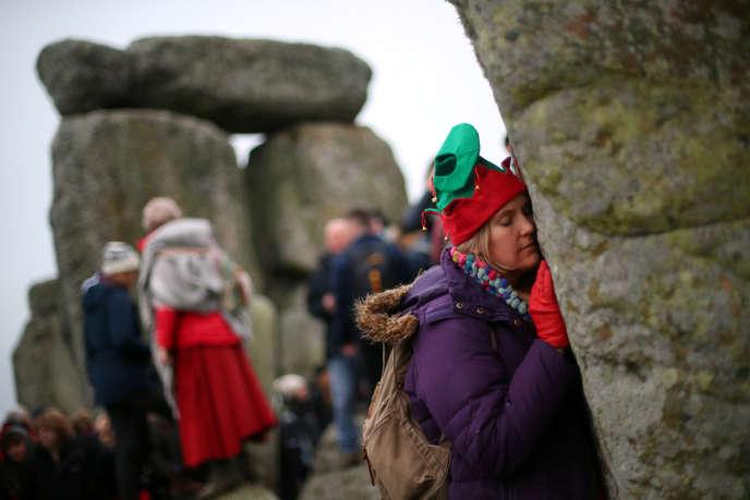 Cérémonie du solstice d'hiver des druides et sorcières, le 22 décembre 2017,sur le monument mégalithique anglais de Stonehenge, érigé il ya plus de 4 000 ans.