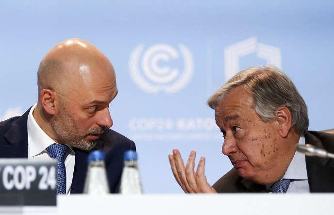 Le secrétaire général des Nations unisAntonio Guterres, et le président de la COP 24, Michal Kurtyka, à Katowice (Pologne), le 12 décembre.