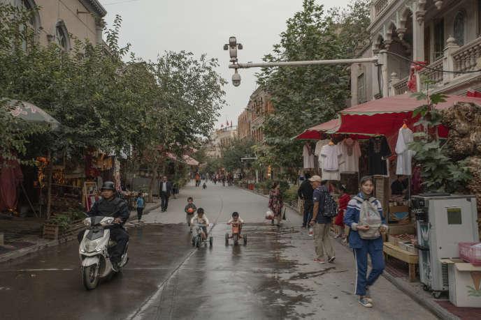 Dans une rue touristique du vieux Kashgar (Xinjiang), en septembre.