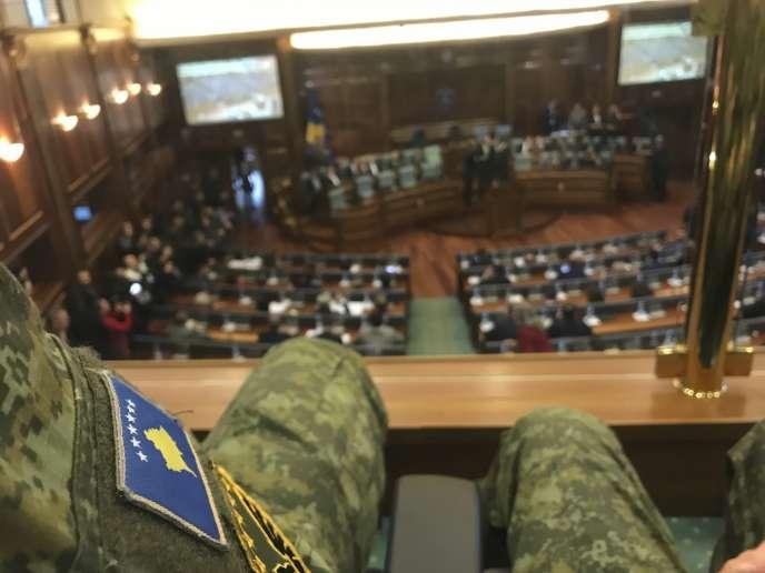 Le Parlement du Kosovo vote pour la formation d'une armée, le 14 décembre.