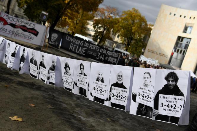 Manifestation de soutien aux« sept de Briançon» lors de leur comparution devant le tribunal de Gap, le 8 novembre.