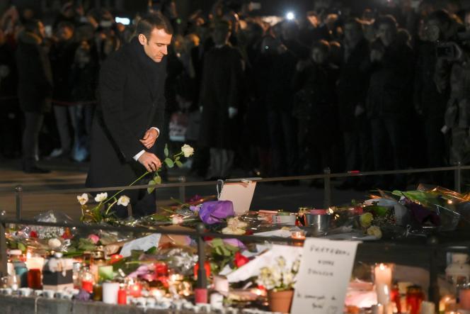 Emmanuel Macron a rendu hommage aux victimes de l'attentat du 11 décembre, vendredi 14 décembre à Strasbourg.