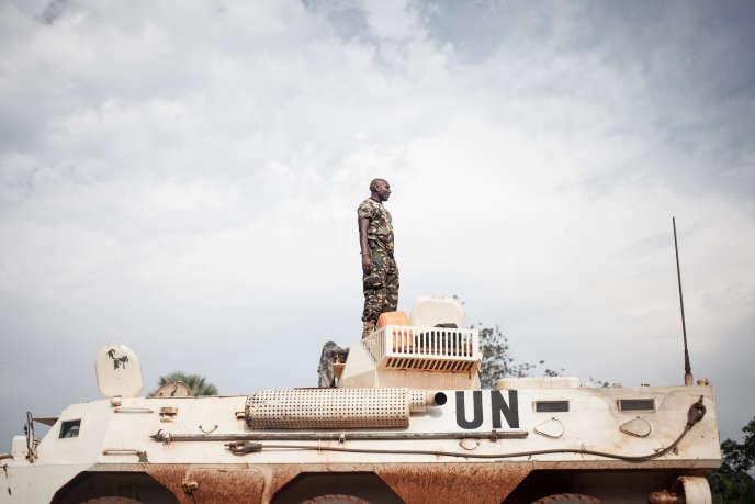 Un soldat tanzanien de la Minusca à Gamboula, en Centrafrique, le 6juillet 2018.