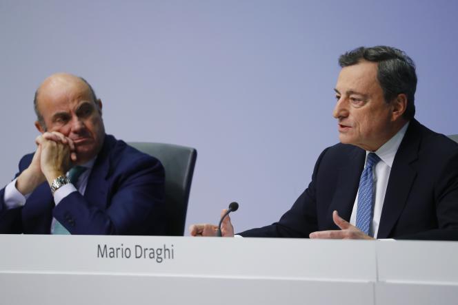 Le président de la BCE, Mario Draghi et son vice-président, Luis de Guindos, à Francfort, le 13 décembre.