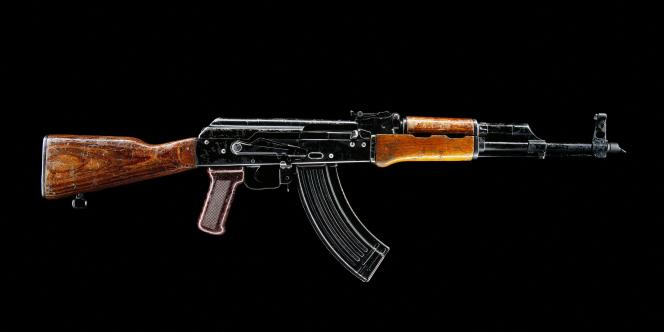 «Si les trois fusils de type Kalachnikov utilisés lors de l'attaque du Bataclan ont été fabriqués ou stockés en Europe du Sud-Est dans les années 1980, les auteurs de l'attentat les auraient plutôt acquis via leurs réseaux en Belgique» (AK-47).