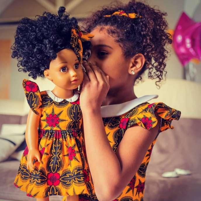 Poupée Urbidolls, modèle« Neyla », de la créatrice franco-sénégalaise Rokhaya Diop.