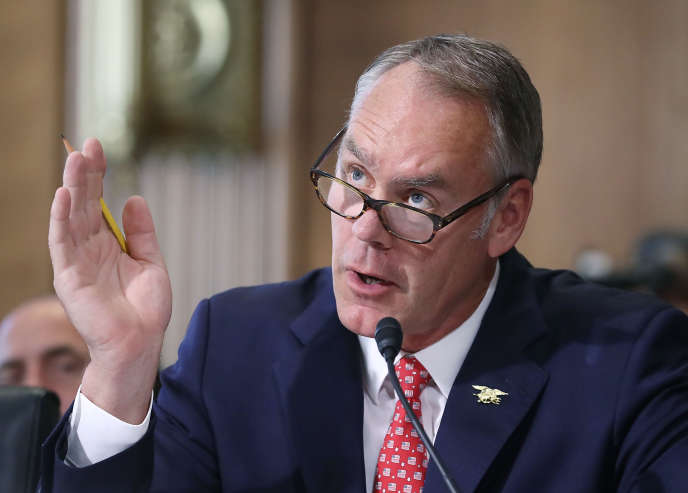 Ryan Zinke, prêtant serment lors d'une audition, le 20 juin 2017 à Washington.