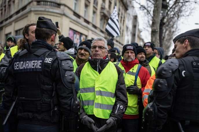 Des« gilets jaunes» lors de la manifestation à Paris, le 15 décembre.