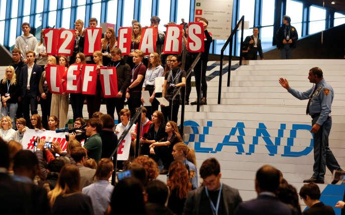 Des élèves de Katowice se joignent à la Suédoise Greta Thunberg, en « grève scolaire » pour le climat, le 14 décembre.